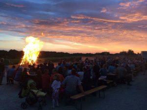 Rhythmische Familienmesse mit anschließender Sonnwendfeier @ Kirchenplatz Hohenwarth